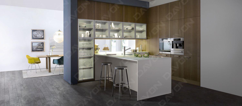 德梵全新的創意設計,將玻璃高柜位于廚房和餐廳的中間,不止是個具備